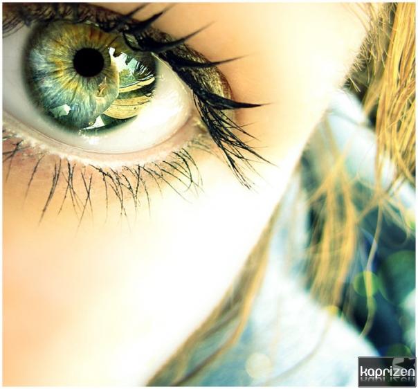 Серые глаза девушек на аву